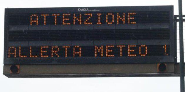 Maltempo, allagamenti e disagi in Liguria, acqua alta a Venezia, sospesi collegamenti nel golfo di