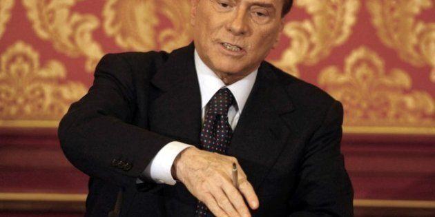 Silvio Berlusconi torna in campo contro Mario Monti. L'ira sul Prof e su Napolitano: