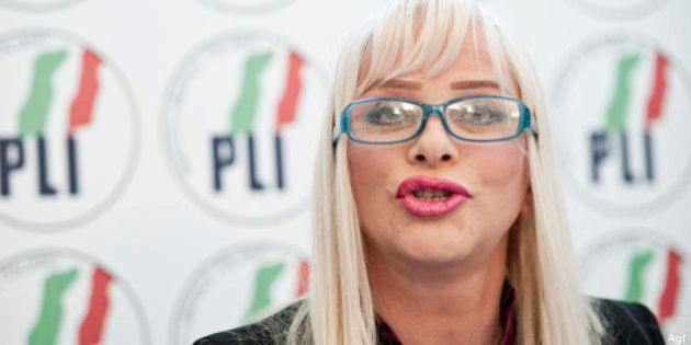 Si oppose all'arresto del figlio, Cicciolina condannata a 7 mesi di carcere