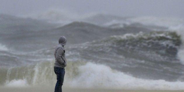 Uragano Sandy: stato d'emergenza in tutta la east coast. Obama rinuncia a evento in Florida