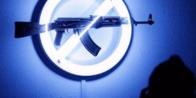 I fucili AK47 diventano un'arma di pace (FOTO,