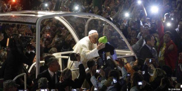 Papa Francesco alla Gmg di Rio: giovani, fate casino e smuovete la Chiesa. Un milione a Copacabana