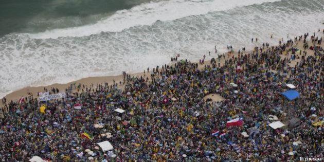 Gmg, Papa Francesco a Rio: Copacabana si trasforma nel Maracanà