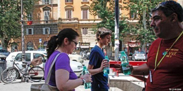 Caldo record: 40 gradi a Roma. Acqua gratis in metro. Milano: stop barbecue a