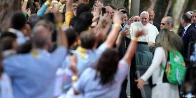 Gmg, Papa Francesco confessa alcuni giovani come un semplice