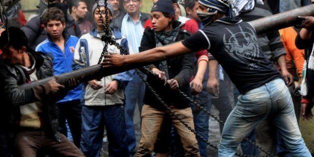 Egitto: il presidente Morsi proclama lo stato d'emergenza in tre province. Nuovi scontri al Cairo (FOTO,