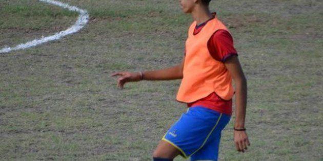 Calcio: cori razzisti al campionato juniores, giocatore marocchino lascia il campo, tutta la squadra...