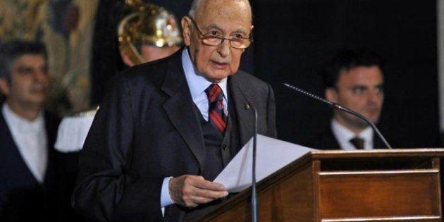 Governo: Giorgio Napolitano prende tempo: