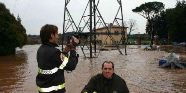 Maltempo in tutta Italia, donna muore a Gaeta, allagamenti a Napoli e Roma, acqua alta a Venezia, neve...