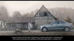 Lo spot che imbarazza la Mercedes. L'auto investe un giovane Hitler