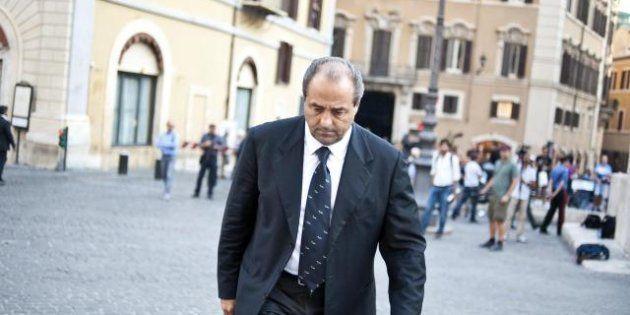 Beppe Grillo chiama Antonio Di Pietro, ma intanto il partito si