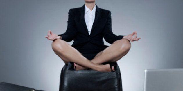 10 esercizi e attrezzi per allenarsi in ufficio: la postura corretta per il computer