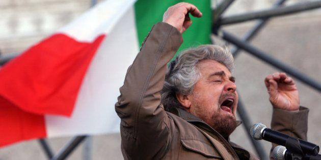Maschilista, come Berlusconi. Parte nell'M5S la rivolta contro il