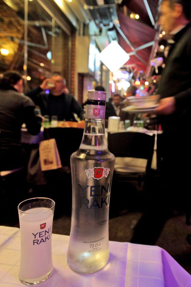 Turchia: la crociata di Erdogan contro l'alcool che pretende di fare la morale al