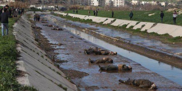 Siria: orrore ad Aleppo, giustiziati oltre 60 adolescenti, i cadaveri trovati in un fiume (FOTO,