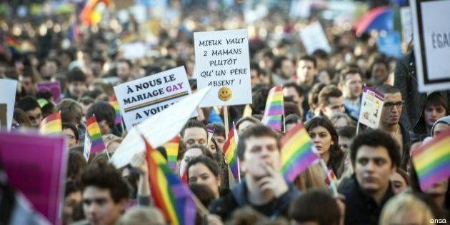 Nozze gay: Parigi dice sì, via libero definitivo dell'Assemblea Nazionale a matrimoni e adozioni da parte...