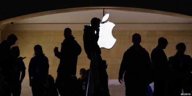 Apple, la crisi della mela. Utili in calo, perdita di valore in Borsa, pochi progetti. Voci di dimissioni...