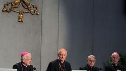 I vescovi contro Hollande non vogliono il matrimonio gay e le
