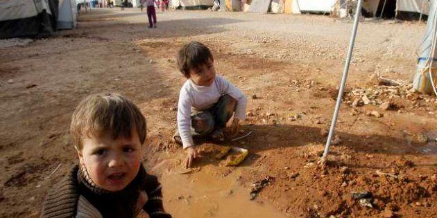 Siria: strage di bambini in un villaggio, il capo della polizia militare diserta: