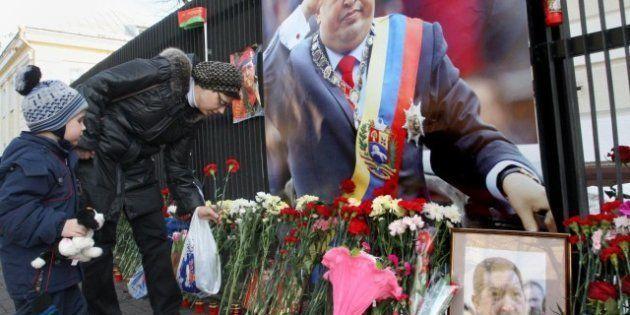 Morte Hugo Chavez: continuano le celebrazioni, in migliaia rendono omaggio alla salma dell'ultimo caudillo