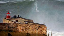Surf, record del mondo: domata onda di 30 metri in Portogallo (VIDEO,