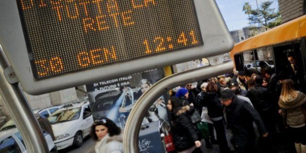 Caos Trasporti a Napoli: gli autobus sono senza benzina e in migliaia rimangono a piedi. Parla l'amministratore...