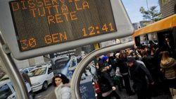 Caos trasporti a Napoli, autobus senza benzina e la città va in