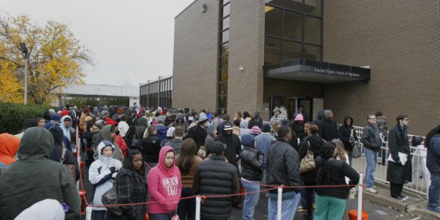 È caos per il voto anticipato negli stati in bilico. File interminabili in Florida e Ohio (FOTO,