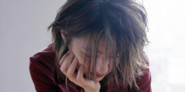 Donne che si ribellano: accoltella nel sonno il compagno.In Francia un libro per raccontare perchè ha...