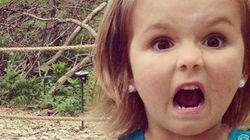 Parco dei dinosauri: le reazioni di due bambine in una foto virale sul web