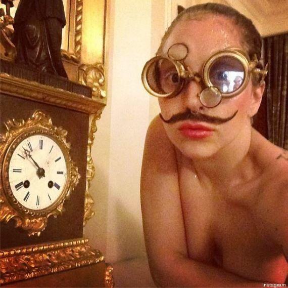 Lady Gaga con i baffi. In Germania per presentare il nuovo singolo