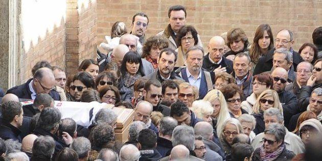 Mps: il giorno dei funerali di David Rossi, alla cerimonia anche il presidente di Mps Alessandro Profumo...