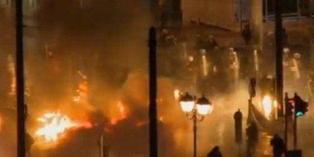 Grecia, 80mila protestano davanti al Parlamento contro i tagli: scontri e tensioni, usato cannone d'acqua