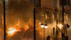Scontri in Grecia davanti al Parlamento: 80mila in piazza, polizia usa cannone d'acqua