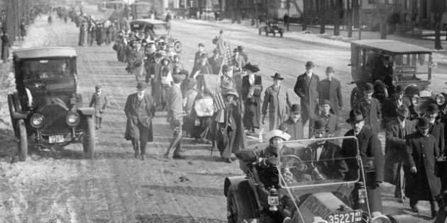 La marcia delle suffragette su Washington, cent'anni fa il corteo di 8mila donne per chiedere il diritto...