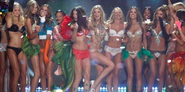 Victoria's secret 2012 New York: Rihanna, Justin Bieber e Bruno Mars cantano mentre sfilano gli
