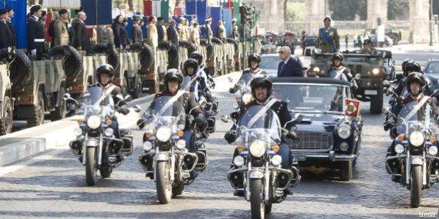 2 giugno: parata militare costerà 1,5 milioni di euro, il ministro Mauro difende la spesa, l'Arci attacca