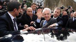 Mario Monti contestato a Matera. Lui risponde: