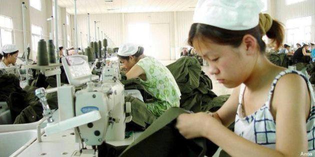 Operaio bambino di 14 anni muore in Cina per il troppo lavoro nella fabbrica dei colossi