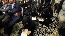 In Iran giornaliste costrette a stare sedute per terra per lavorare