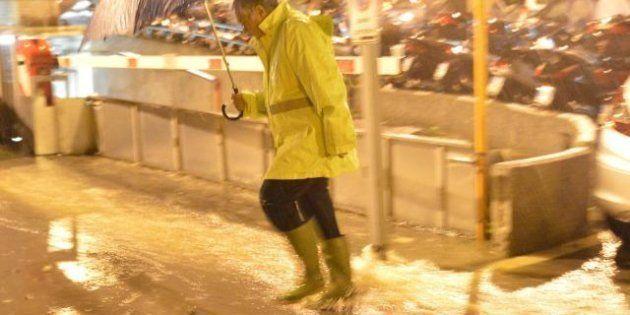Tempesta di San Martino, pioggia e polemiche. Allerta maltempo in Liguria, stato di attenzione in sette