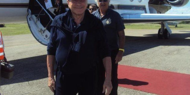 Silvio Berlusconi torna dalle vacanze in Kenya con Briatore, ritorna per