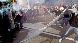 """Napoli, studenti e precari in piazza contro Fornero e Profumo. """"Austerity e povertà: jatevenne"""" (FOTO,"""