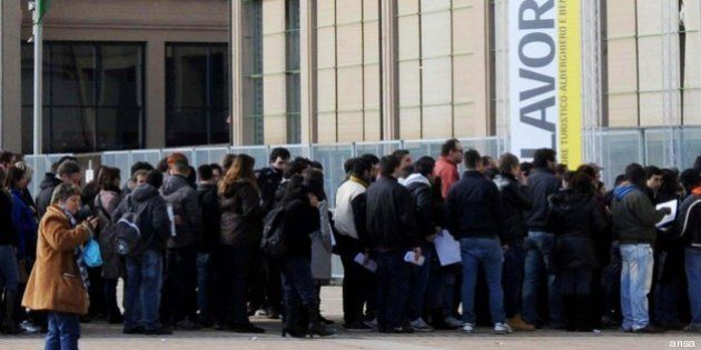 Disoccupazione giovanile sale al 38,4%, in un anno persi 248mila posti di