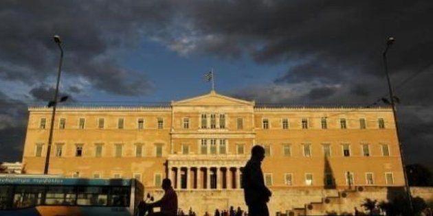 Crisi, servono altri 32 miliardi per salvare la Grecia. Ma la Germania
