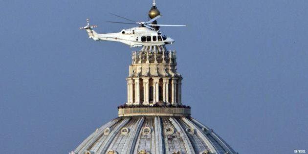 Benedetto XVI torna in Vaticano il 2 maggio, nuovo volo in elicottero per il Papa emerito (FOTO,