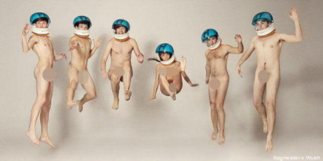 Pubblicità: impiegati nudi per la campagna di un'azienda di design (FOTO,