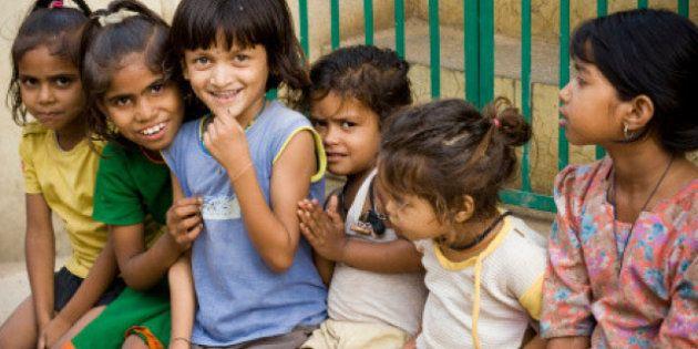 L'India non è un Paese per bambine: dopo le violenze, le umiliazioni di medici e poliziotti. La denuncia...