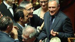 Piero Grasso eletto presidente del Senato con 13 voti più del previsto. Pesca fra M5S e montiani. Quindici applausi al suo