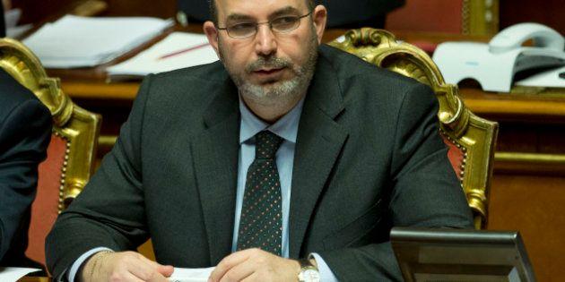 Blog Beppe Grillo: Vito Crimi, capogruppo al Senato, caccia i giornalisti dal piano dove M5S ha gli